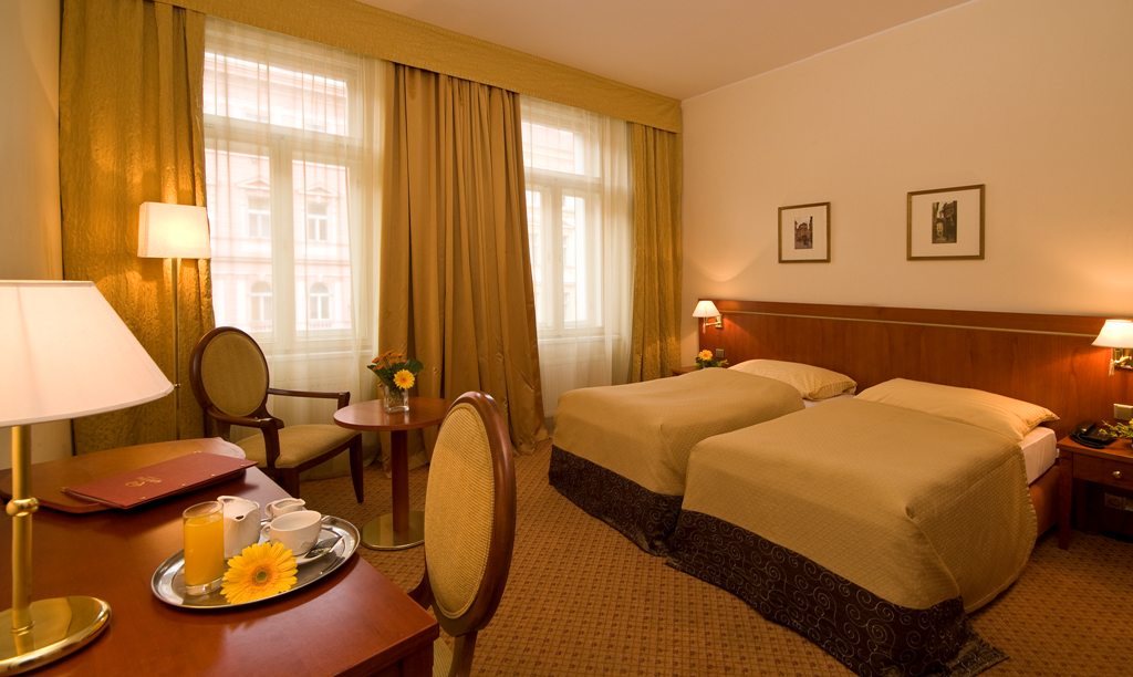 hotel-raffaello-prague-room-01.png
