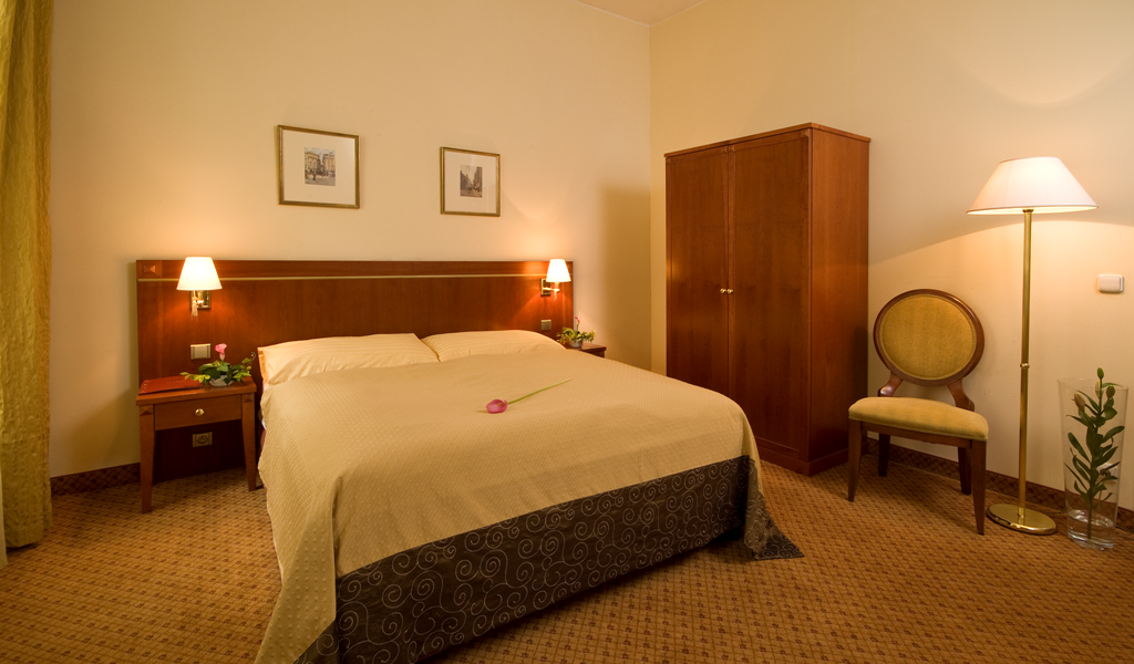 hotel-raffaello-prague-room-02 (2).png